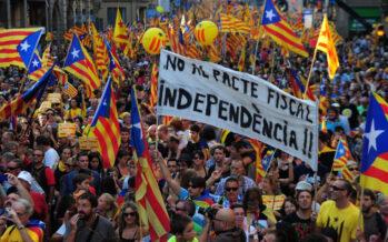 Notte di scontri a Barcellona, Amnesty denuncia brutalità della polizia