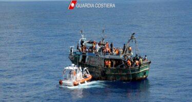 Migranti. Nave militare tunisina sperona barcone, diversi i morti