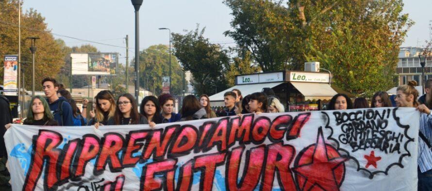 Studenti ancora in piazza contro il «lavoro gratuito». Poi si replica il 24 novembre