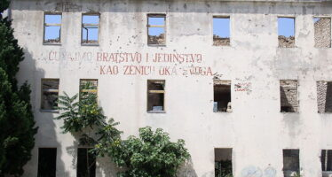 L'ex generale dei croati di Bosnia Praljak, condannato all'Aja, si avvelena in aula
