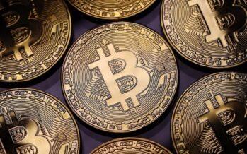 Fuga dal Bitcoin a Natale: bruciato un quarto del valore in 24 ore