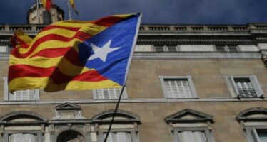 Elezioni in Catalogna, spaccata a metà