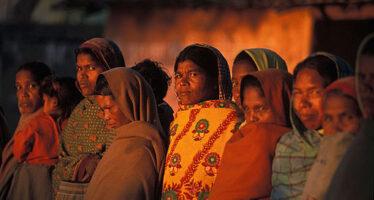 Lo Sri Lanka torna indietro: vietato alle donne comprare alcolici e lavorare nei bar