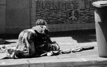 Decoro disumano a Torino: i vigili scacciano i senzatetto