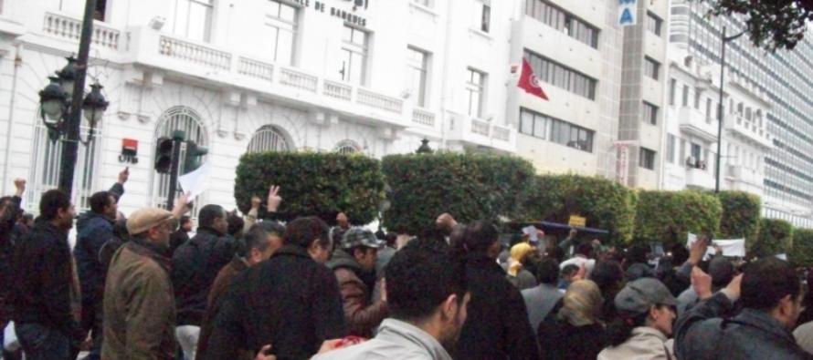In Tunisia si infiammano le piazze, come otto anni fa