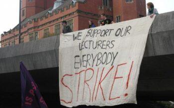 Regno Unito, 14 giorni di sciopero contro la riforma delle pensioni dei docenti