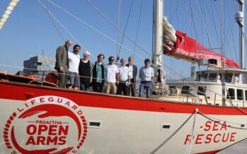 Pozzallo, sequestrata la nave Open Arms. «Associazione a delinquere» per la ONG
