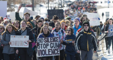 Stati Uniti, le piazze si riempiono contro le armi