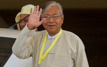 Myanmar, un militare al potere dopo le dimissioni del presidente