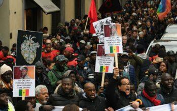 Firenze reagisce al razzismo, 15mila in piazza