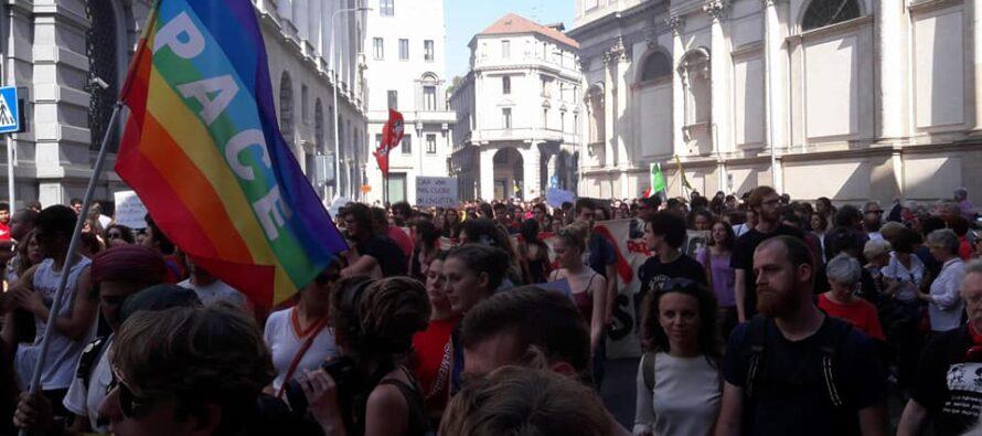 25 aprile a Milano, in ordine sparso per il rito collettivo