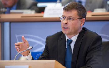 La Commissione Ue: «Qualsiasi governo si faccia in Italia, i conti vanno rispettati»