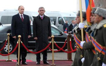 Piazze piene in Armenia contro il premier, 300 arresti