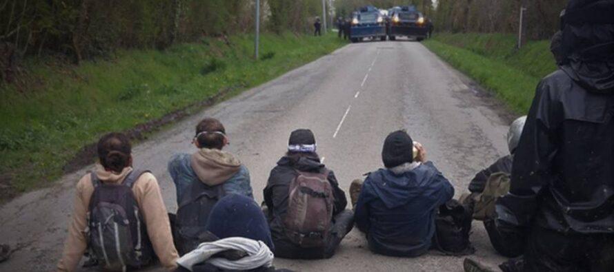 Cresce il conflitto in Francia, prove di '68 all'università