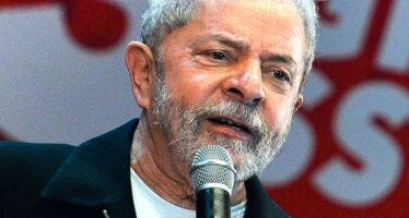 Brasile, la candidatura di Lula in marcia