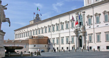 Savona ad altro ministero: è l'ultima offerta a Salvini, che temporeggia