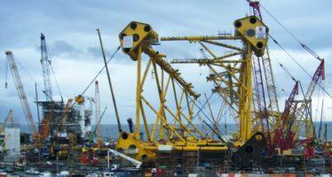 Schiacciato al cantiere navale di La Spezia, continua l'infinita catena di morti