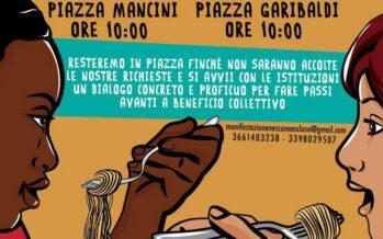 Casa, lavoro, reddito: in 10 manifestano a Napoli