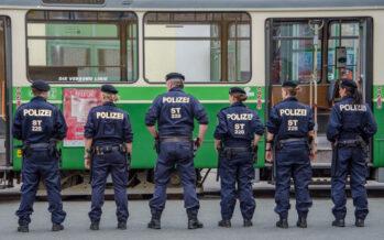 Fronte comune tra Austria e Germania: «Negozieremo il rinvio dei profughi in Italia»