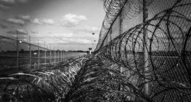 Amnesty International: la pandemia usata dai governi per comprimere i diritti umani