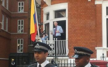Dopo 6 anni nell'ambasciata a Londra, l'Ecuador è pronto a scaricare Assange
