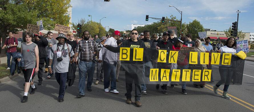Guerriglia urbana a Minneapolis per l'omicidio di George Floyd