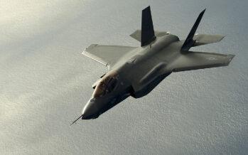 La ministra della Difesa Trenta: «Non compriamo più F35 Ma tagliare può costare di più»