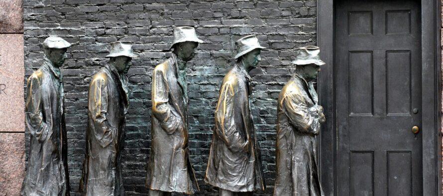 Pandemia sociale.La Pasqua dei nuovi poveri e senza reddito, in fila per un pasto