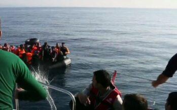 Sbarcati a Pozzallo i 450 migranti, ma ci sono vittime. L'Unhcr: «sofferenza ingiusta»