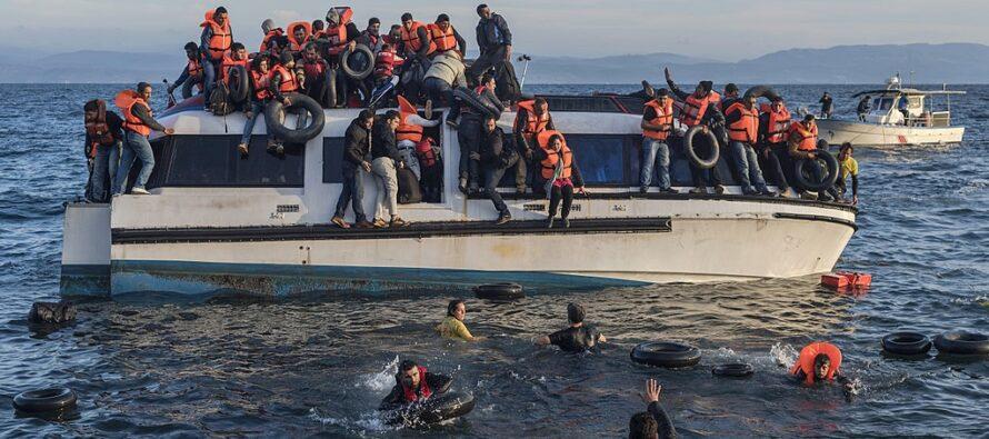 «Stiamo morendo»: dai barconi del Mediterraneo arriva un grido d'aiuto