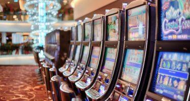 Gioco d'azzardo, nel 2017 gli italiani hanno speso 103 miliardi, solo 10 andati all'erario