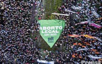 Legge sull'aborto, la revolución verde scuote l'Argentina