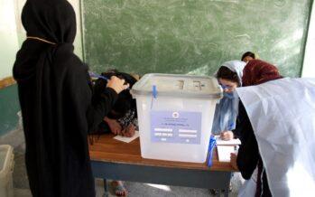 Afghanistan. Entrambi gli sfidanti cantano vittoria, i Talebani rivendicano l'astensione