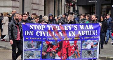 Offensiva militare turca, Erdogan spara sui civili e minaccia l'Europa