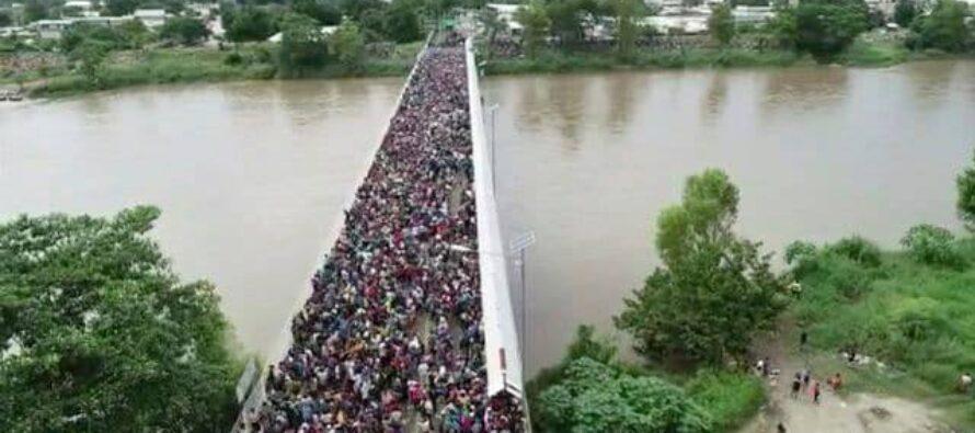 La carovana dei migranti avanza verso gli USA. Trump minaccia. Obrador: «Aiutiamoli»