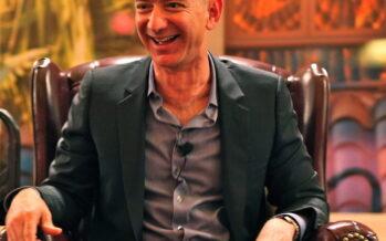 Jeff Bezos vola nello spazio, Amazon nella nuvola