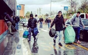 Roma. Baobab, sgombrati 50 migranti sotto il diluvio