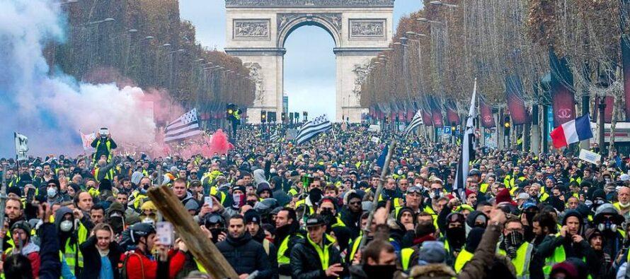 Francia. Scontri a Parigi, gilet gialli tra protesta e violenza