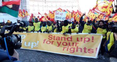 Contro il Dl Salvini anche a Roma e Torino gilet gialli in piazza