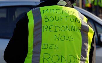 Francia. Macron cerca la mediazione con i gilet e «rinuncia» all'austerità