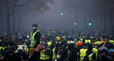 Parigi blindata, quasi mille arresti. Gilet gialli anche alla Marcia per il clima