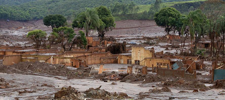 Strage in Brasile, travolti dai fanghi tossici, forse 300 i morti