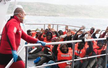 Sea Eye-Sea Watch, sulle navi la gioia dei migranti che possono sbarcare