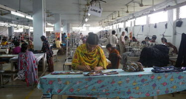 L'emergenza Covid condanna i lavoratori migranti in Asia: licenziati o espulsi