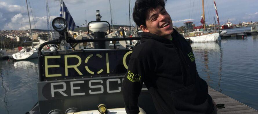 La storia di Seán Binder: «Arrestato perché salvavo esseri umani sull'isola di Lesbo»