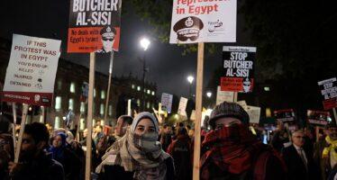 «Crimini egiziani con le armi francesi», la realpolitik di Macron contro i diritti umani