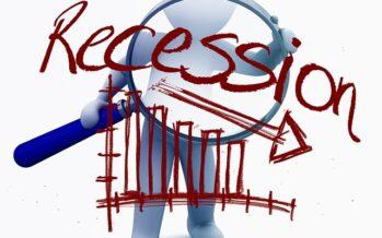 Il paese in recessione, il governo in difficoltà si gioca tutto sulla manovra