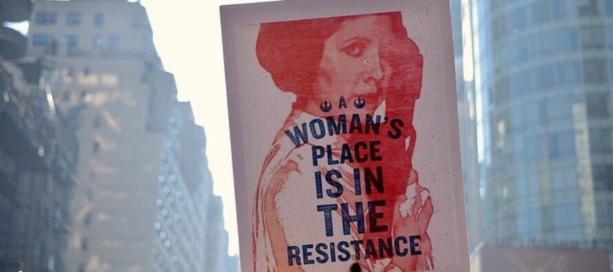 Il 49% degli omicidi è femminicidio, oggi le donne in piazza