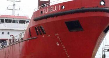 Migranti salvati da petroliera in rotta verso Malta, Salvini: «Dirottata, sono pirati»