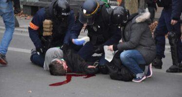 Successo della Marche du siècle, scontri e saccheggi dei gilet a Parigi